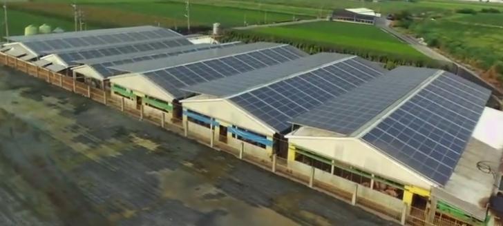 航拍台湾太阳能屋顶养猪场